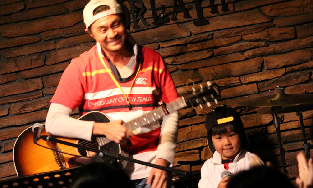 ボーカル教室で親子で歌う